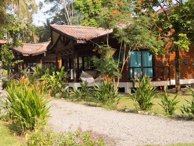 BUNGALOW FULL EQUIPED 2 PERSONS - Cahuita - Huis