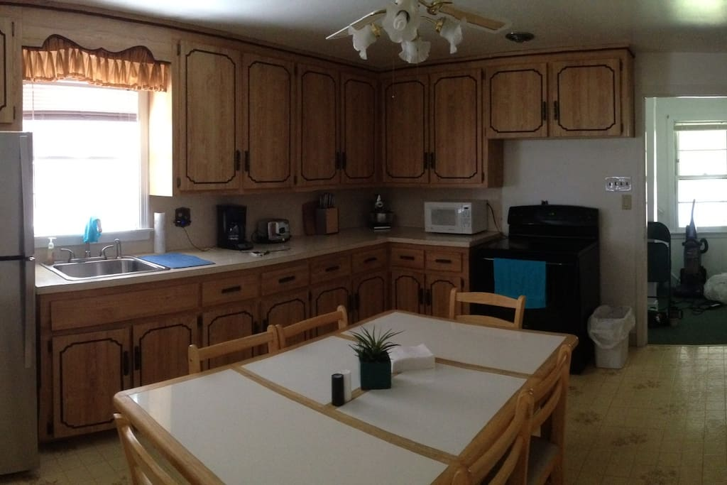 Full kitchen, with microwave, rice cooker and coffee maker
