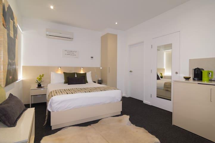 3 B/R Studio Apartment Nth Adelaide