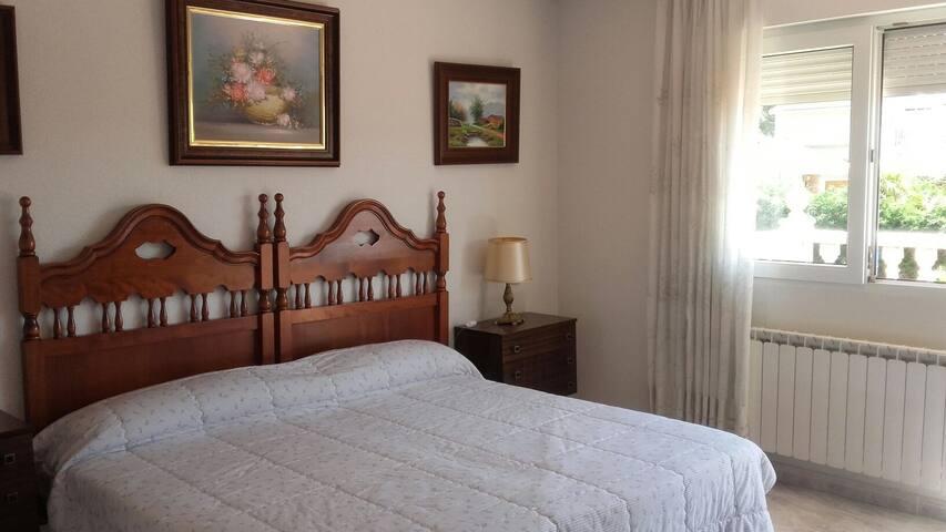 Habitaciones familiares  tranquilas y apacibles - Meco - Dům
