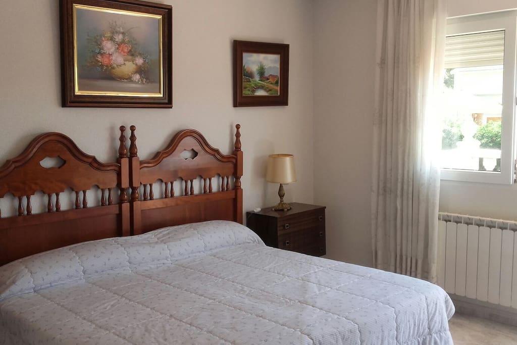 Habitaciones familiares tranquilas y apacibles houses for Habitaciones familiares paradores