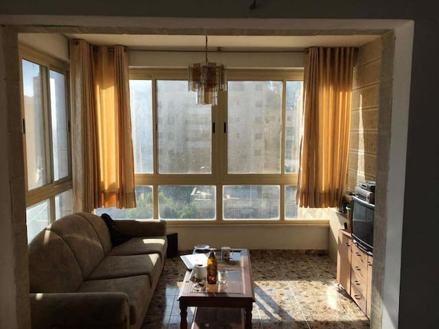 Lovely house, very central, Sofa in Ramallah