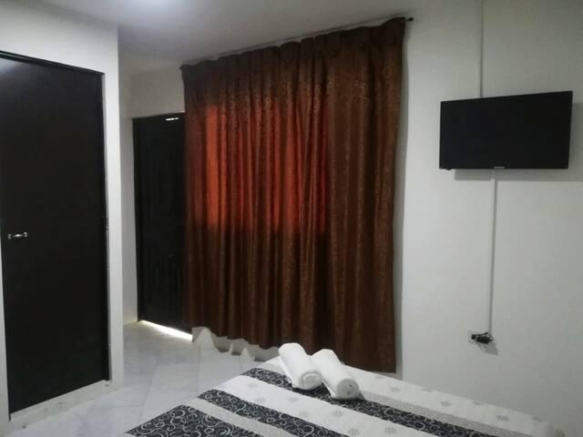 Cómoda habitación central con baño privado
