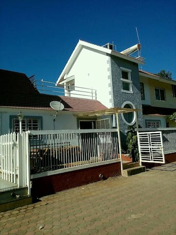 Entire 2BHK villa in  Panchgani - Satara - (ukendt)