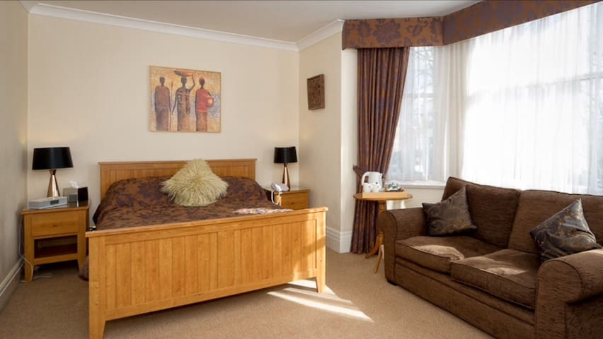 Family room for 4 in Manchester - Sale - Aamiaismajoitus