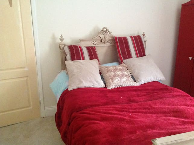 Standard double bed