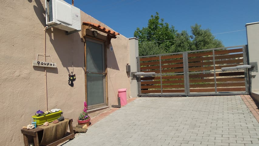 """Fourni"" Our lovely studio - Archanes - House"