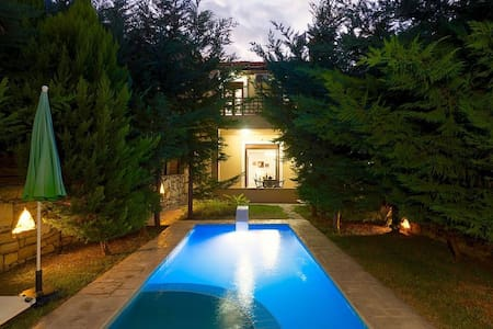 MELODIA VILLA with private pool and garden