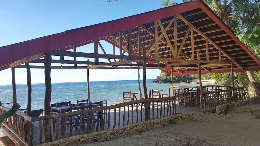 White Beachfront & Cottages -Hinugtan Beach rooms