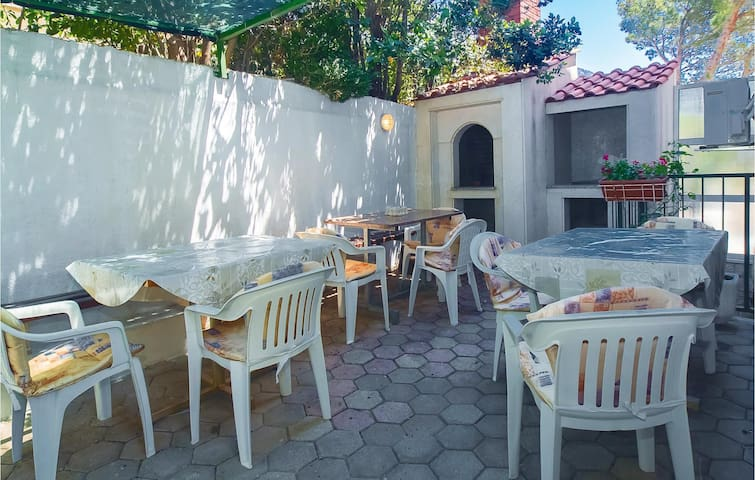 Holiday apartment with 2 bedrooms on 28m² in Lokva Rogoznica