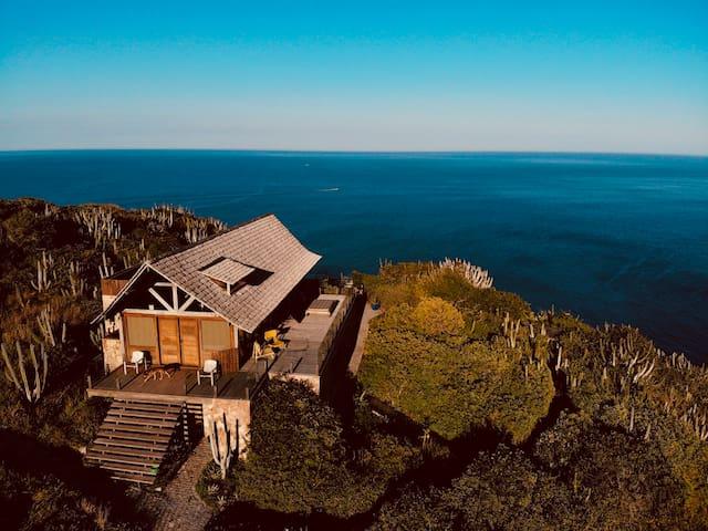 Ocean View Cliff Arraial do Cabo