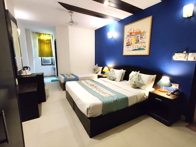 Triple Bed Ac room in Karol Bagh Delhi