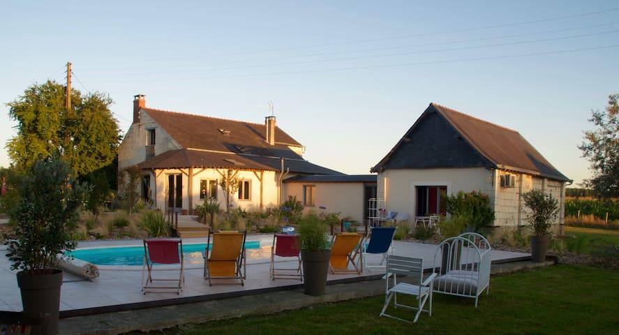 Longère en val de Loire avec Piscine