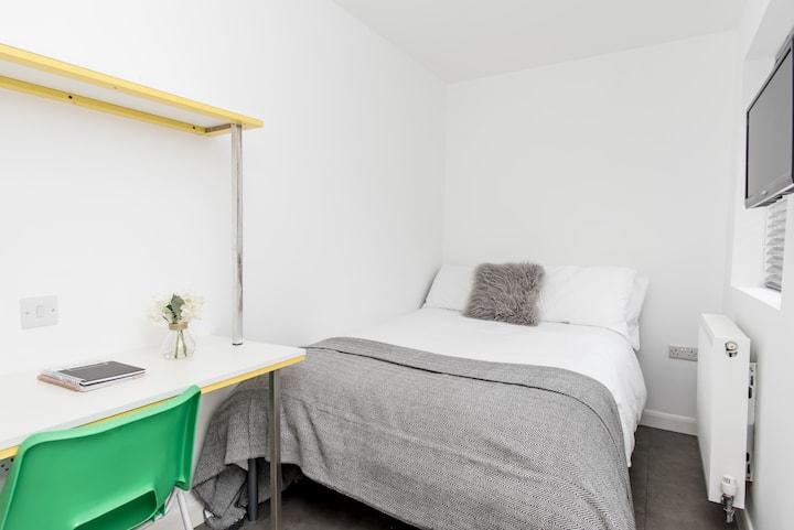 Comfortable Double Room Bills EXCLUDED