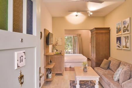Studio Magnolia, You're cute quaint private abode!
