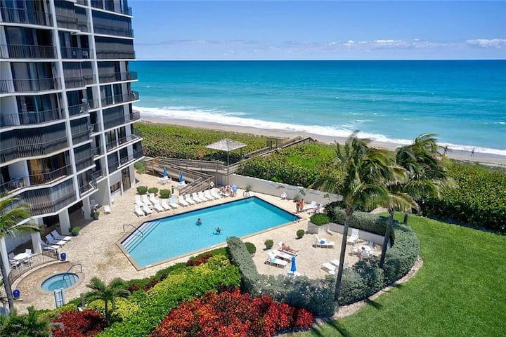 Furnished Oceanfront Condo: Stunning Views 2Bd 2Ba