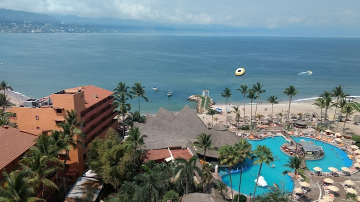 *** Ocean View Apartment in Perfect Location ***