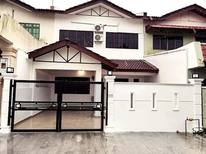 Homestay Pontian for Families Fully Airconditioned