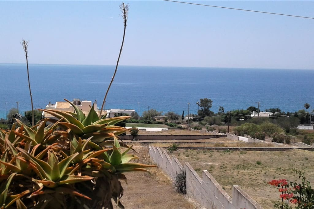 Lovely terrace ideal for relaxation and sunbathing, very quiet street and incredible seaview