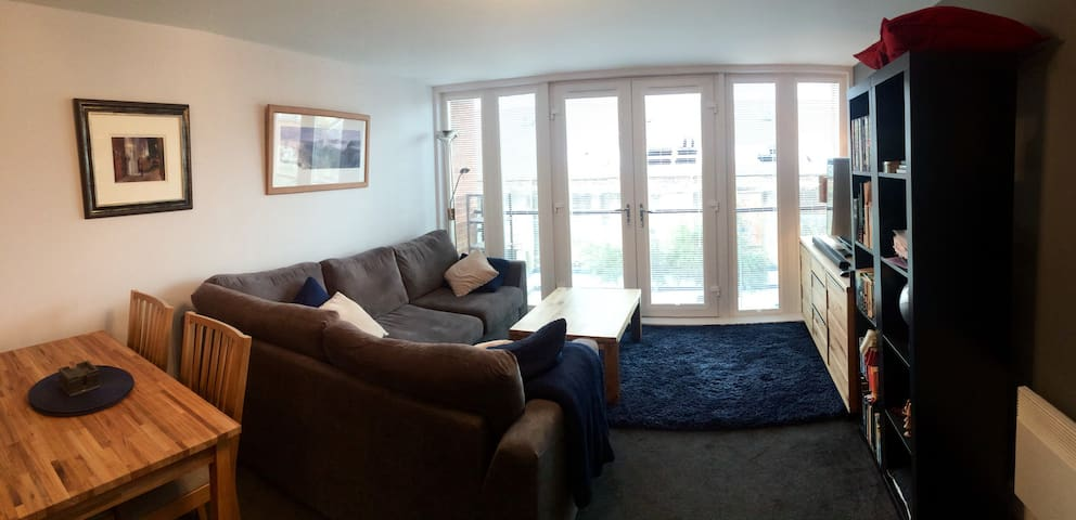 Private ensuite room in modern quayside apartment