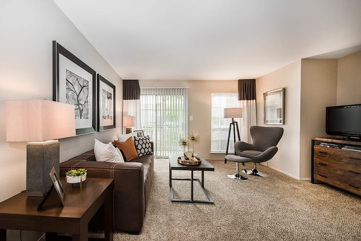 Clean apt just for you | 2BR in Lombard