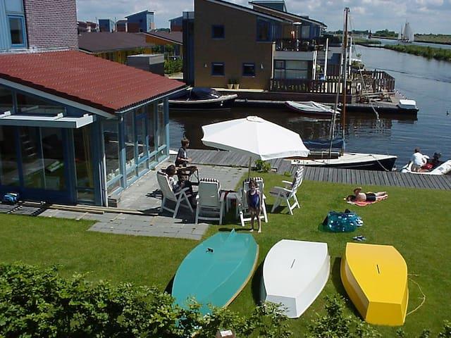 Beautiful holiday home on the waterfront, in Heeg - Heeg - Semesterboende
