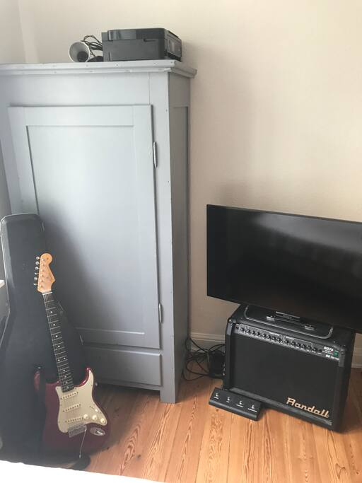 TV with Netflix, guitars and additional storage room