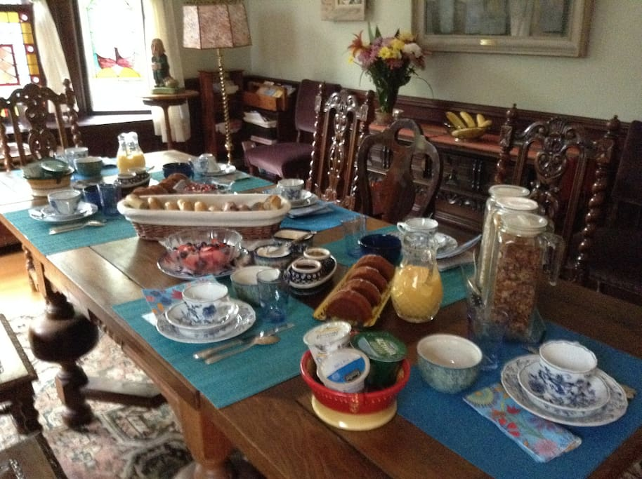 Continental Breakfast in Dining Room
