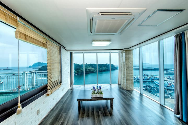 3 side Ocean View Penthouse family room