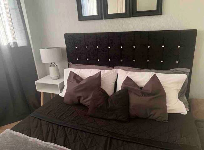 AIRY DOUBLE ROOM IN LONDON RM10,30min To Central.