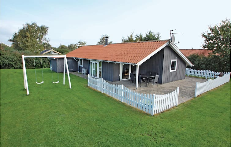 Holiday cottage with 3 bedrooms on 92m² in Hejls