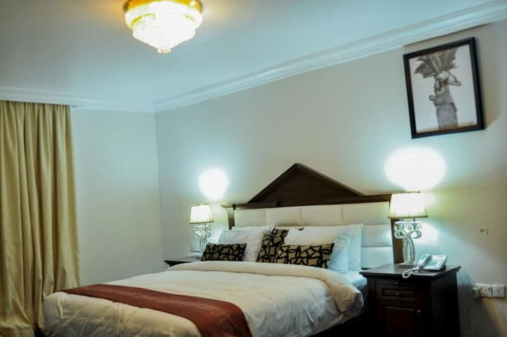 Caledonian Suites-Business Luxury Suite