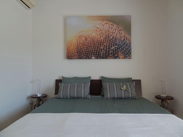Schlafzimmer mit Doppelbett (2 x 100cmx220cm)