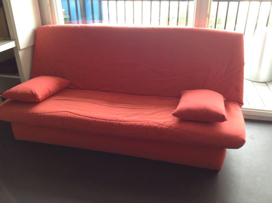 sofa low cost espace minimaliste communautaire appartamenti in affitto a bordeaux aquitania. Black Bedroom Furniture Sets. Home Design Ideas