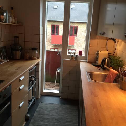 Dejlig lejlighed i 2 etager - Charlottenlund - Byt