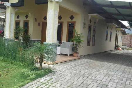 villa kota wisata batu dekat bns - batu