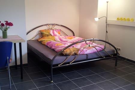 Zimmer in Holz100-Haus, Graben-Neudorf - Ev