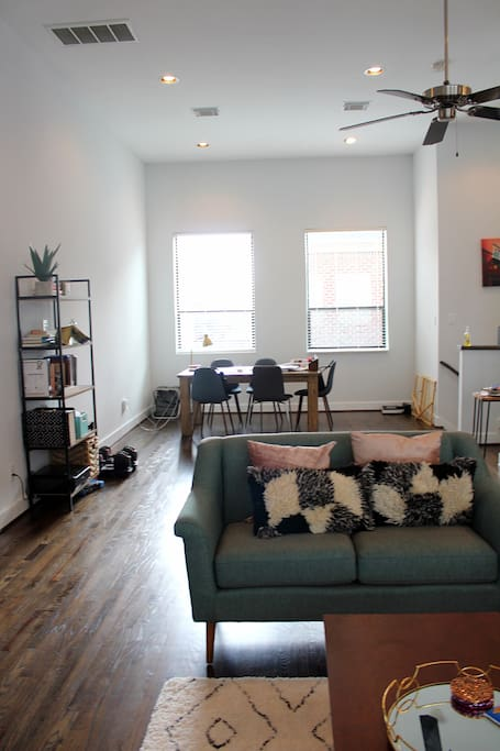 Relaxing living/dining Space Area