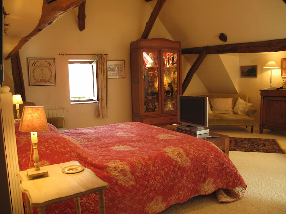the bedroom : 40 sq meter , king size bed