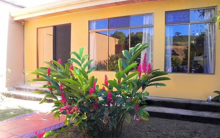 Beautiful house near SJO Airport - Alajuela - Casa