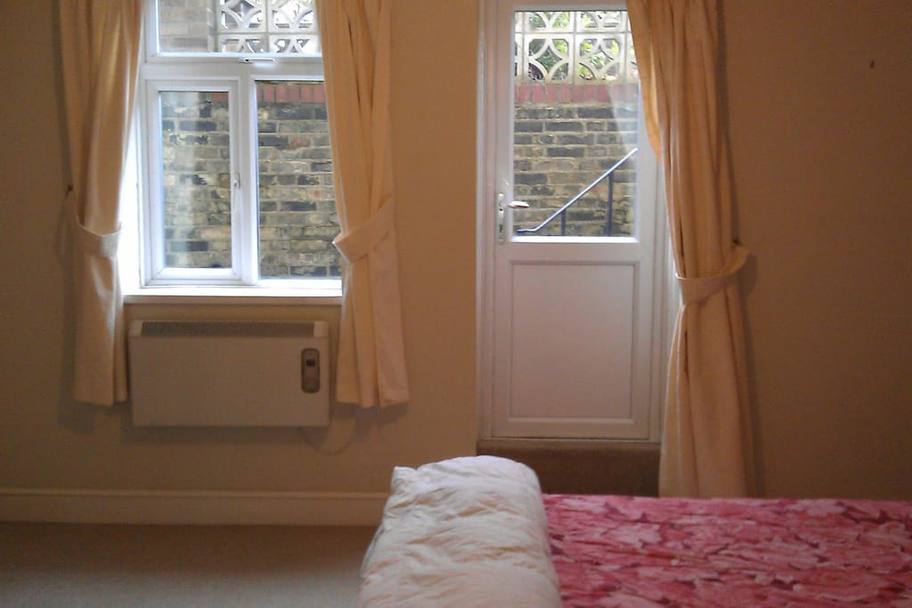 Room 1 (private entrance & courtyard)
