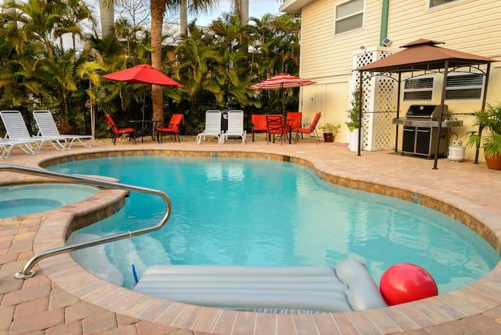 Cozy & Comfortable Lower Unit w/Pool/spa!