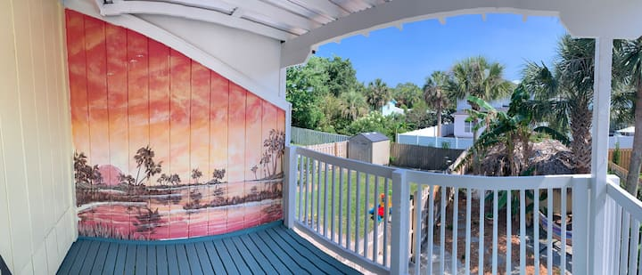 11th South Beach Bungalow Close to Ocean & Medical