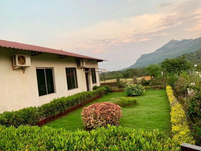 Family deluxe 5 bedroom villa #Cloud9 hills resort