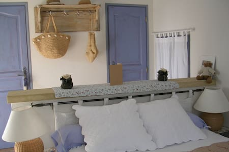 Large bedroom in heart of Provence - Pernes-les-Fontaines