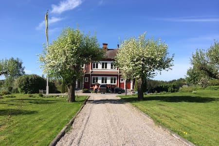 Villa Lerbo - Katrineholm Ö - 独立屋