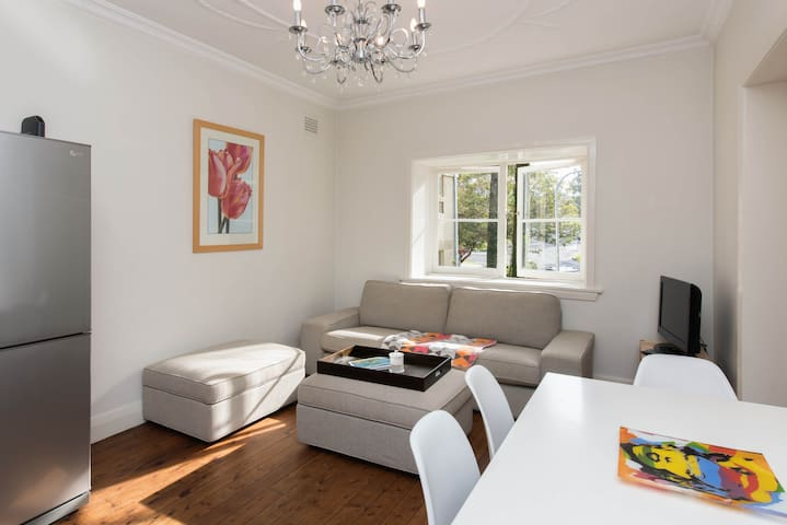 Free parking & 3 min walk to beach! - Bondi Beach - Apartamento