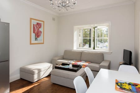 Free parking & 3 min walk to beach! - Bondi Beach - Wohnung