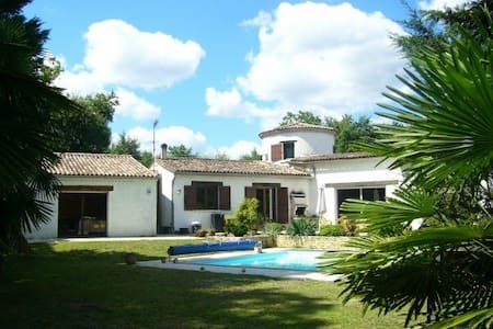 Large villa, close to Bordeaux - Saint-Médard-en-Jalles - Villa