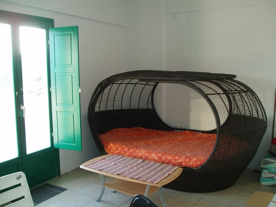The basket double bed